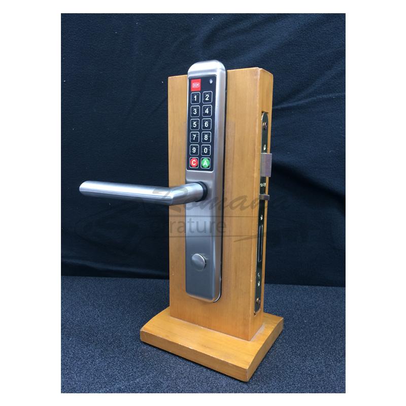Maniglia elettronica con codice dom romana serrature - Cambiare maniglia porta ...